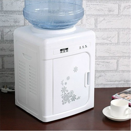 Small vertical desktop water dispenser